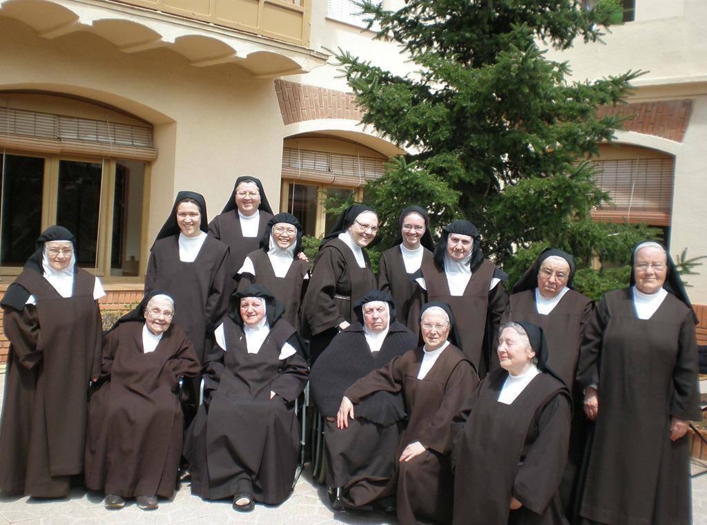 Monjas de clausura 2 0 susurro de dios for Piscina santa teresa albacete